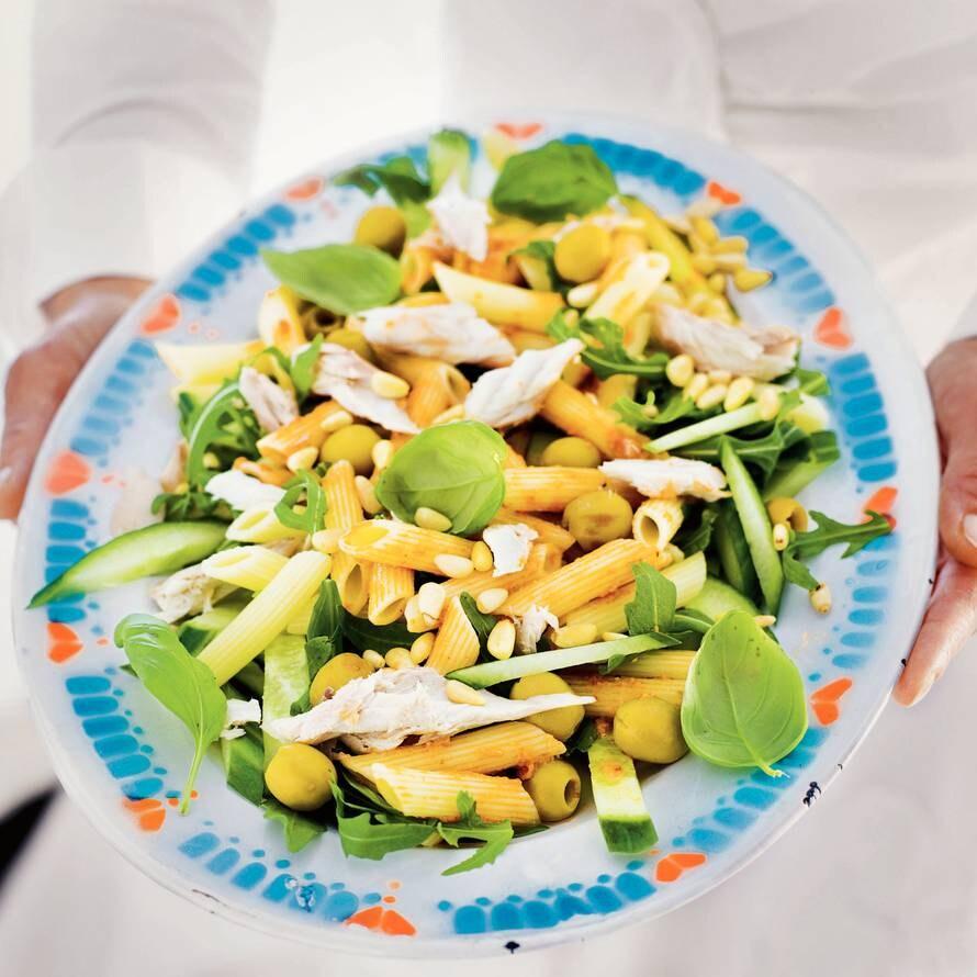 Salade van pasta en makreel