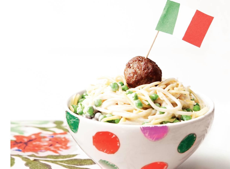 Roomspaghetti met runderballetjes en tuinerwten