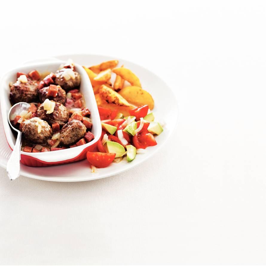 Runderballetjes met tomatensalade
