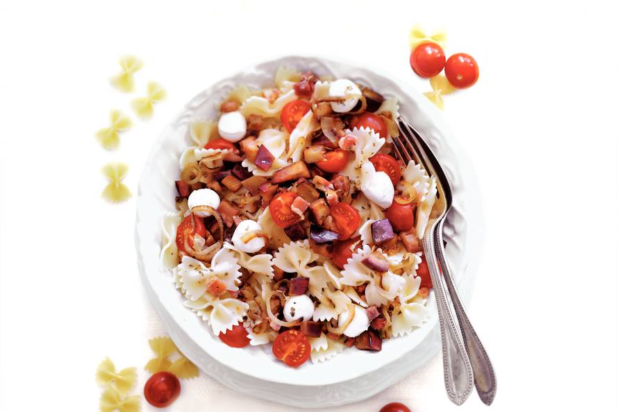 Aubergine-tomatenfarfalle