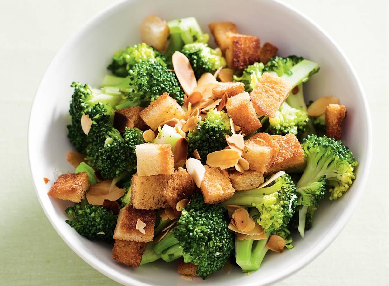 Broccoli met croutons & amandelen