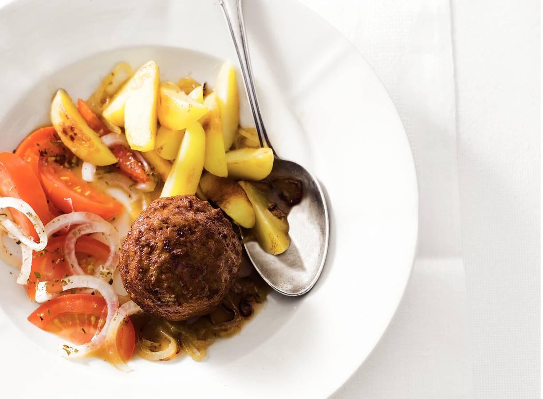 Bistro-gehaktbal & tomatensalade