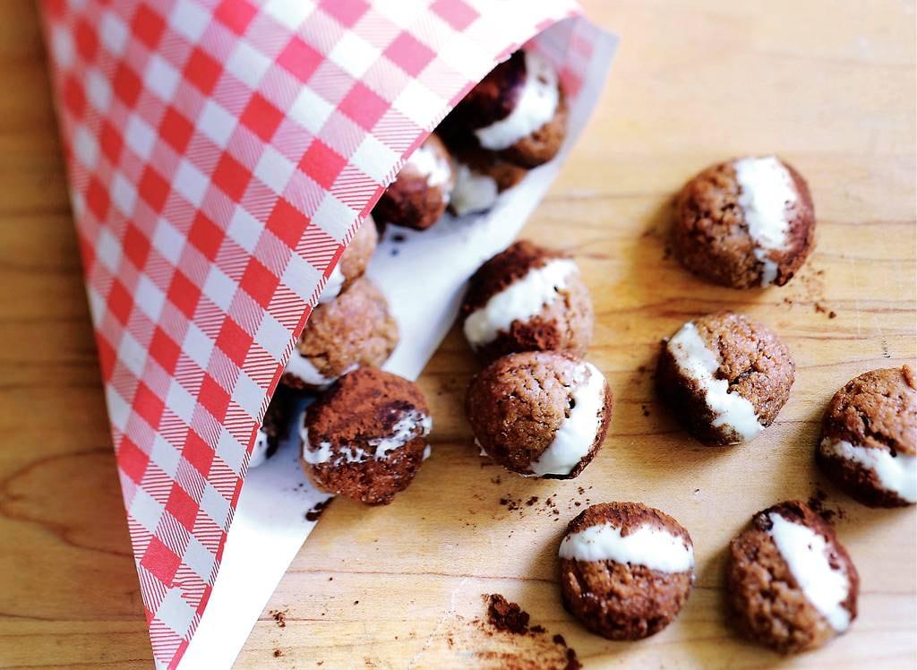 Kruidnoten met witte chocolade en cacao