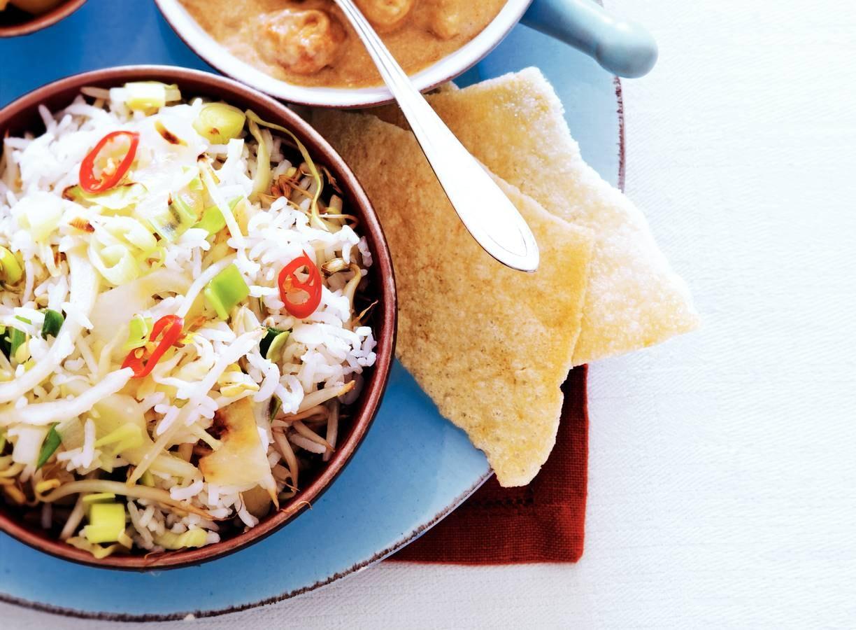 Indische kip met gebakken rijst