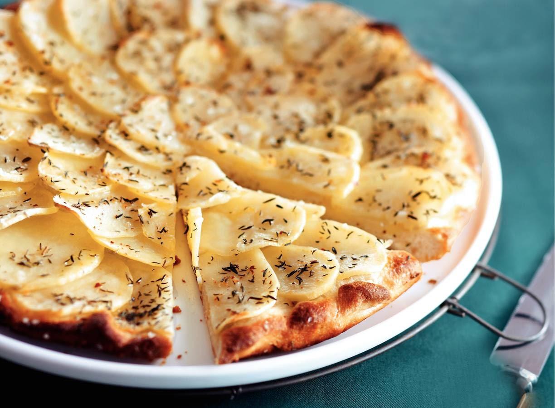 Spicy aardappelplaatpizza