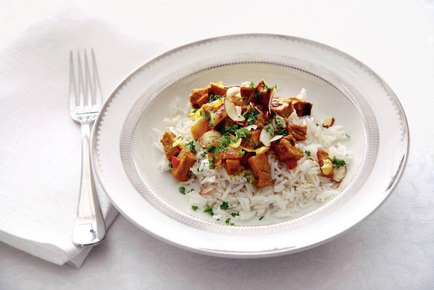 Curry met tofu en kokosmelk