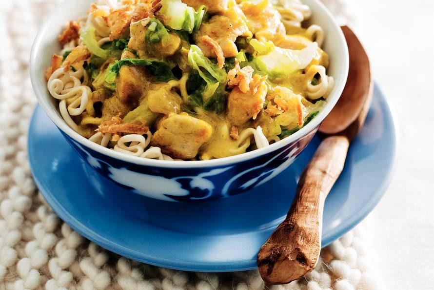 noedels met kip en chinese kool - recept - allerhande - albert heijn