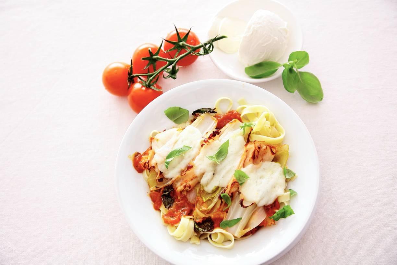 Witlof met kip en tomatensaus