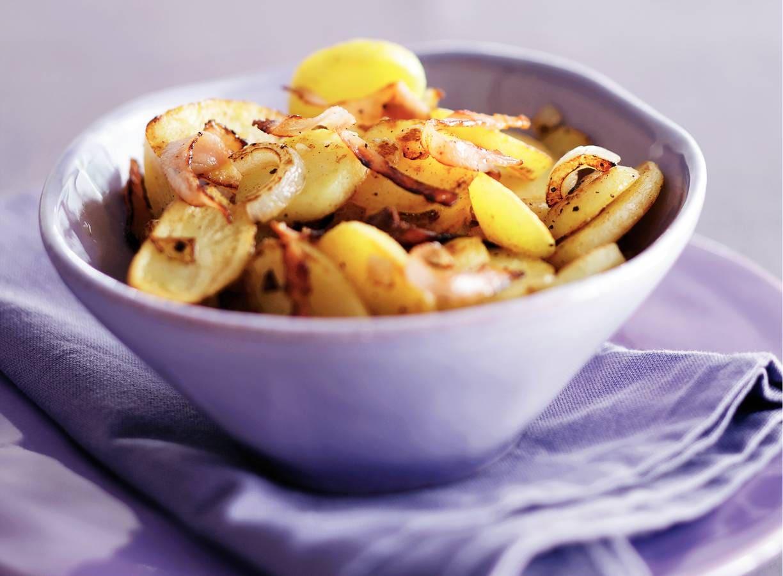Aardappelschijfjes met bacon en ui