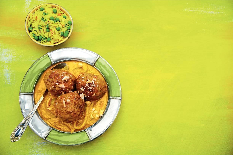 Indiase kipballen in kokoscurry