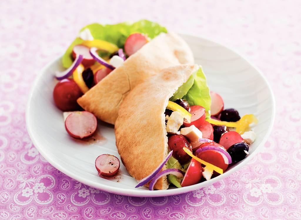 Griekse salade met radijs en paprika