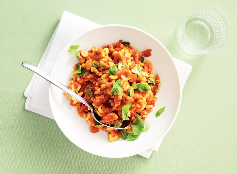 Macaroni met spekjes en courgette