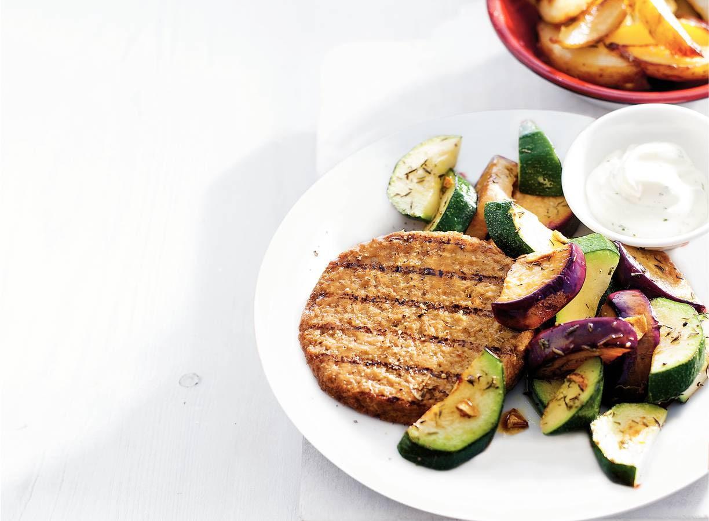 Vegaburger met mediterrane groente