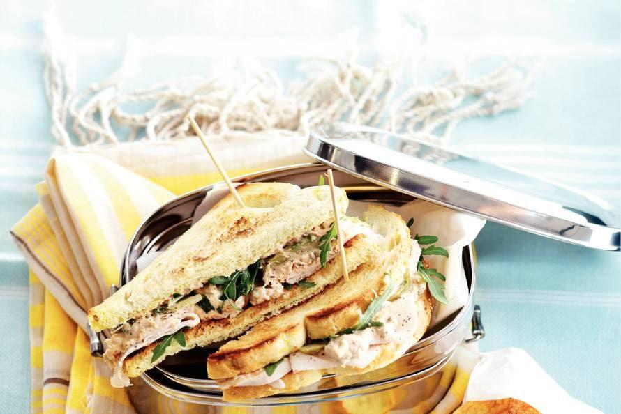 Genoeg Sandwich pollo tonato - Recept - Allerhande - Albert Heijn #AD53