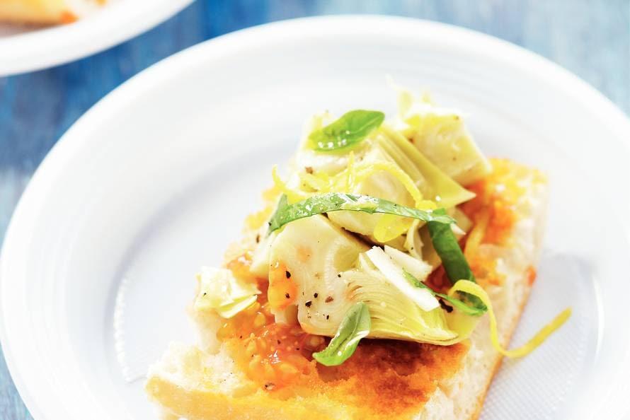 Artisjokharten op tomatenbrood