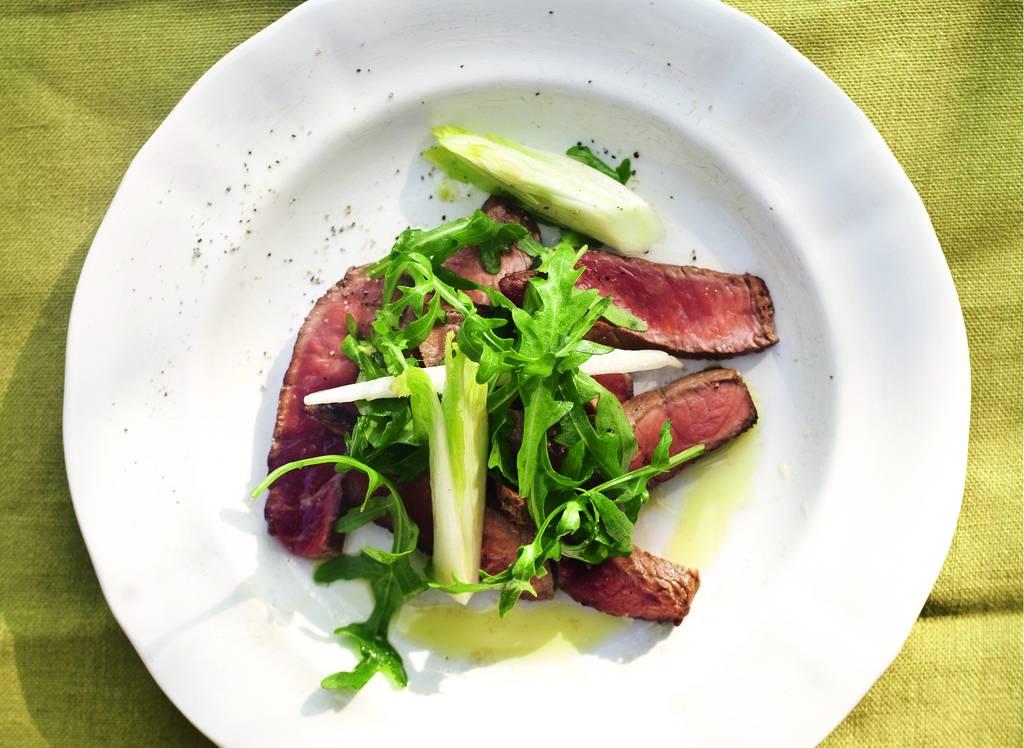 Biefstuk met witlof en rucola