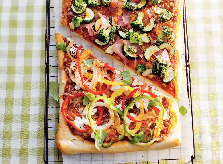 Pizza met broccoli en courgette
