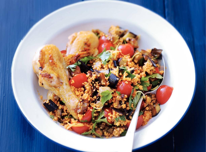 Couscous met aubergine en kipdrumsticks