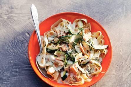 macaroni met tonijn en courgette