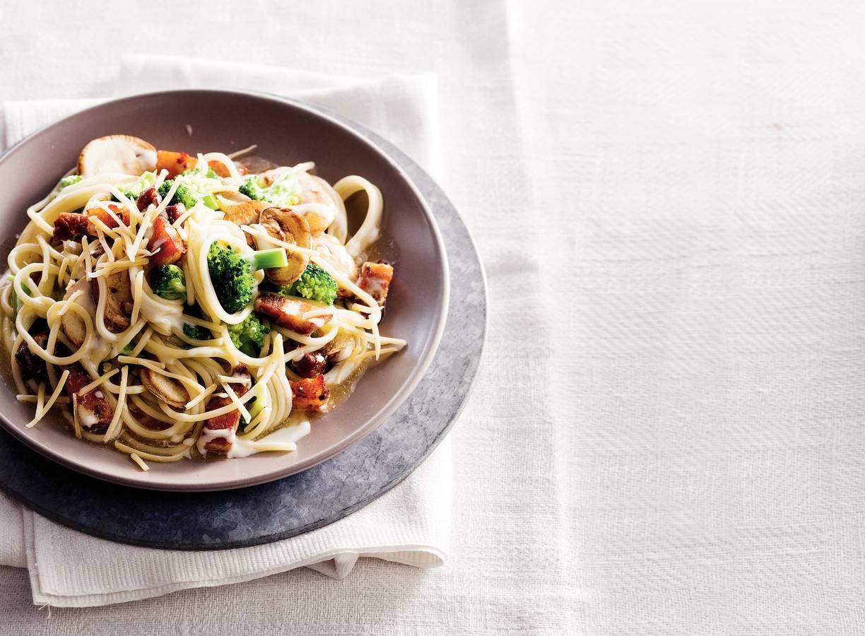 Spaghetti met kaas en reepjes speklap