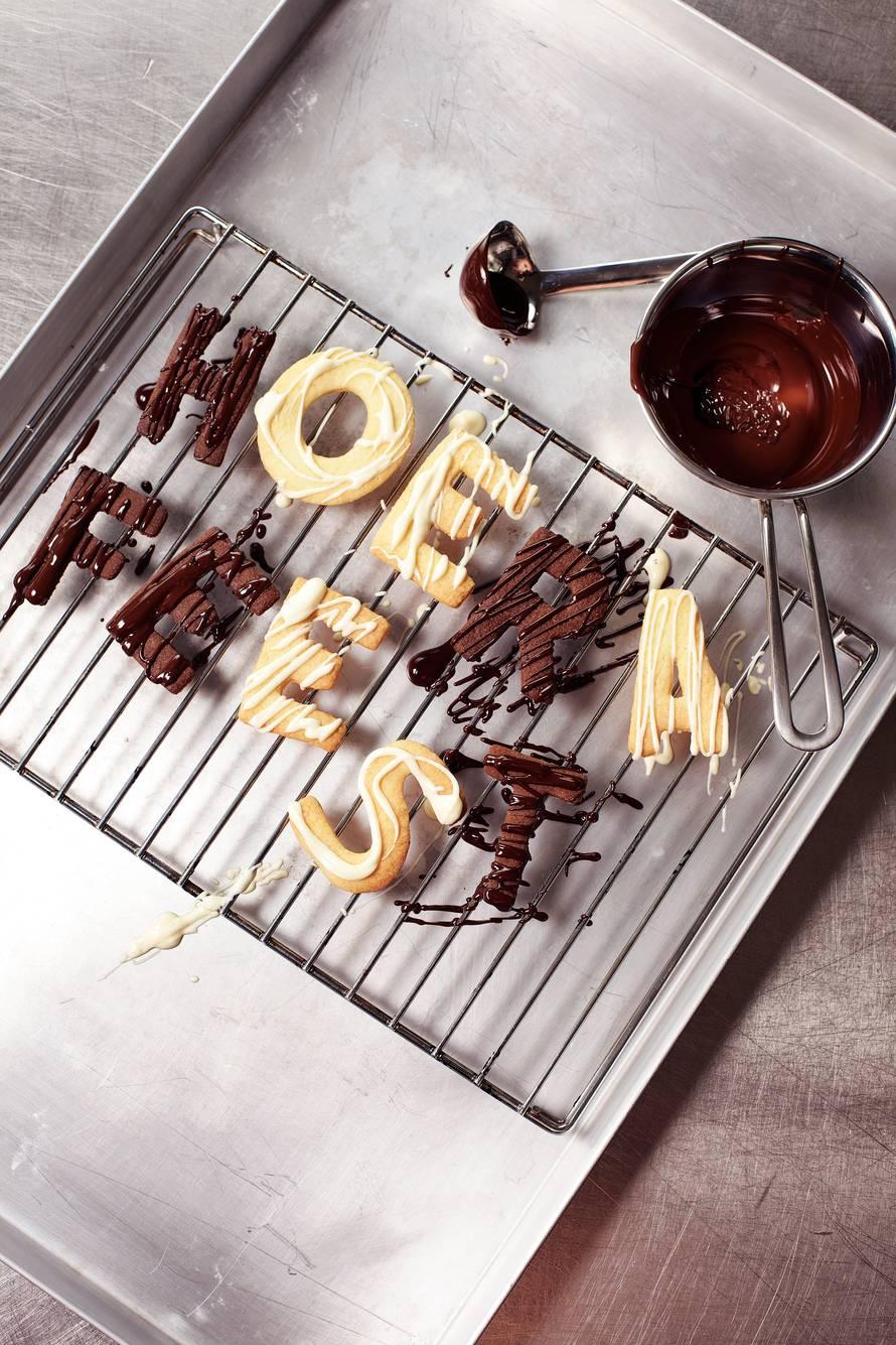 Witte - & pure chocolade-letterkoekjes