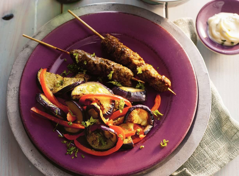 Gekruide kebabs met aubergine en paprika