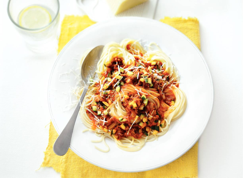 Snelle spaghetti met gehaktsaus en Italiaanse kaas