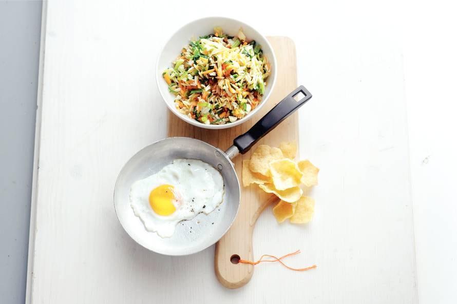 Vegetarische 'nasi goreng' met gebakken ei