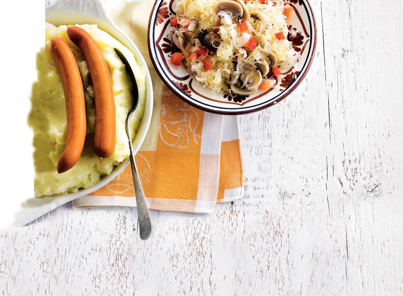 Zuurkoolschotel met worst en champignons