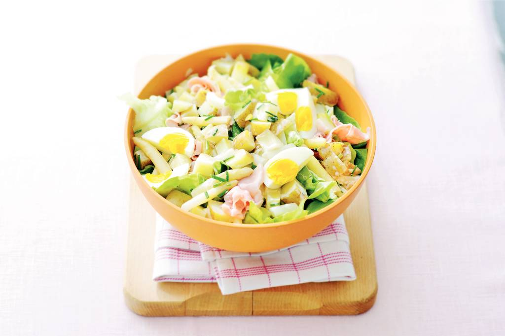 Kartoffelsalat met asperges en ei