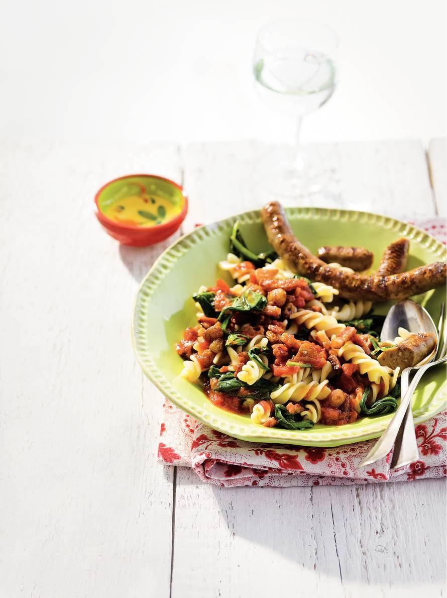 Fusilli met spinazie en worstjes