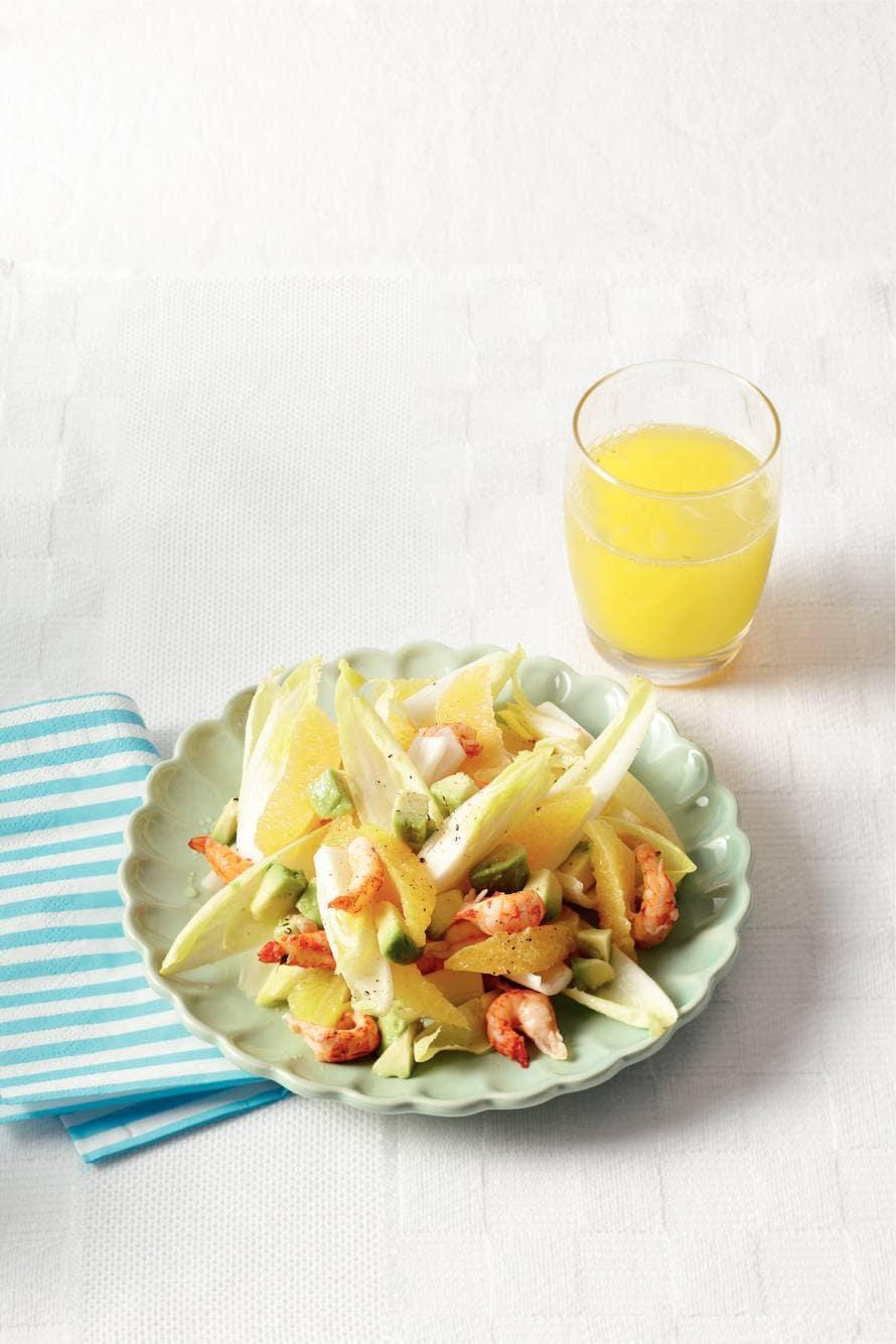 Avocadosalade met rivierkreeftjes en sinaasappel