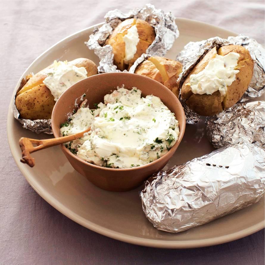Gepofte aardappel met kruidenroom