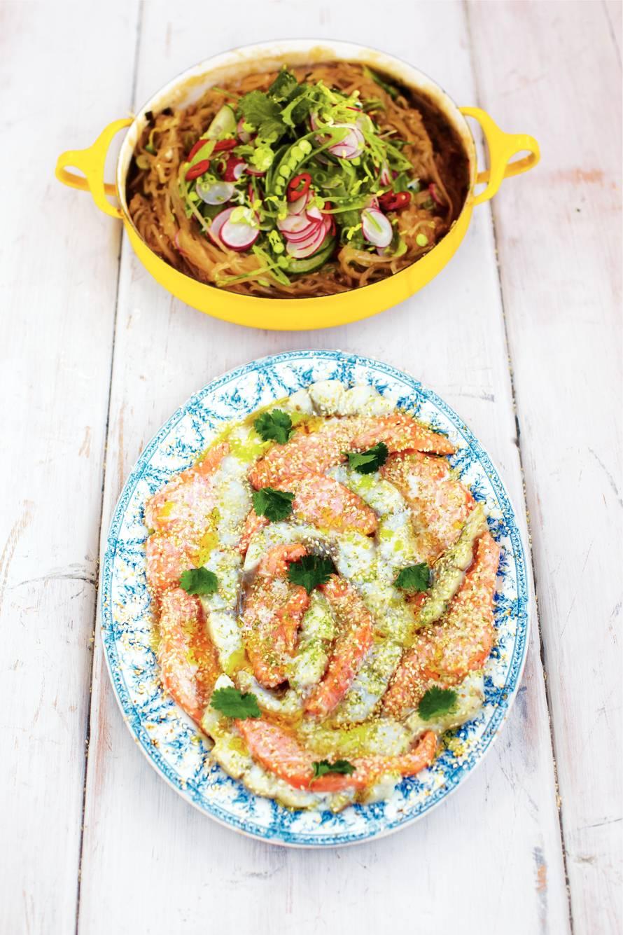 Aziatische vis met noedels en groenten