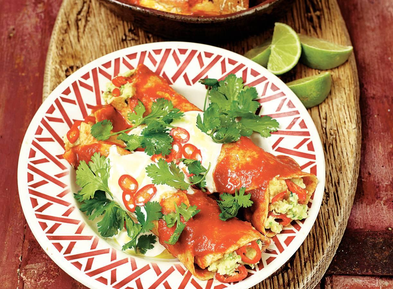 Gevulde tortilla's met tomatensaus