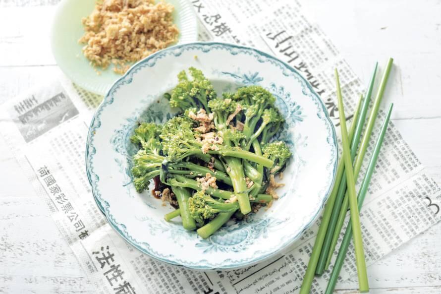Aspergebroccoli met gebakken uitjes