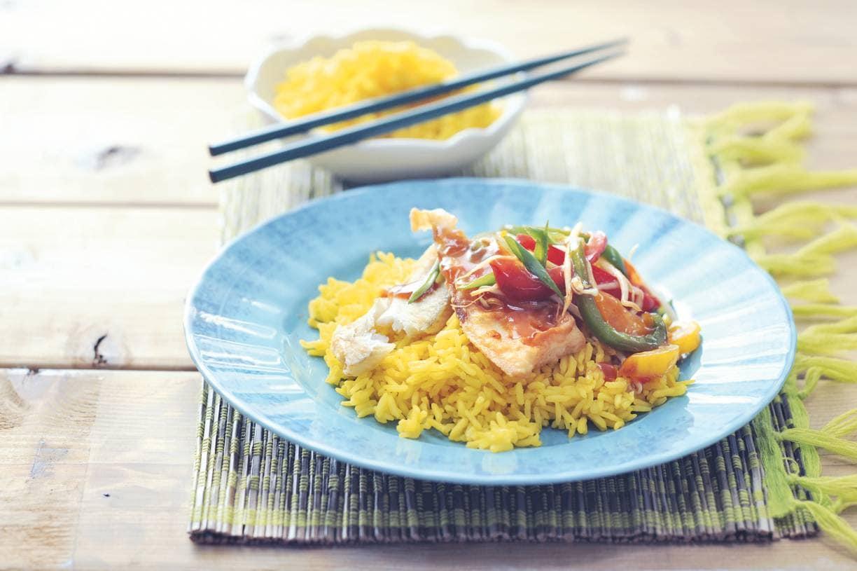 Nasi koening met zoetzure vis en paprika