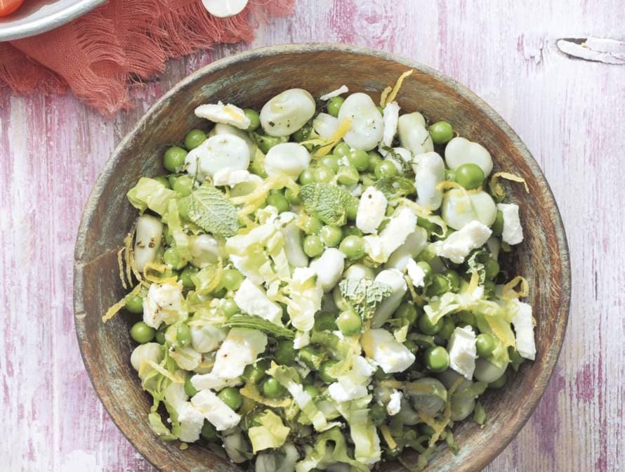 Bonen met andijvie en witte kaasblokjes