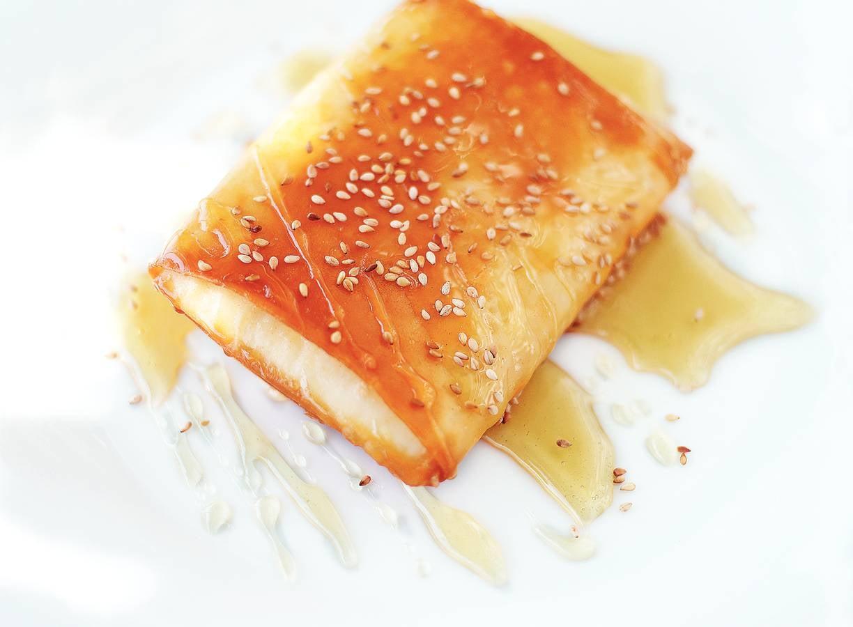Filodeegpakketjes met witte kaasblokjes en honing