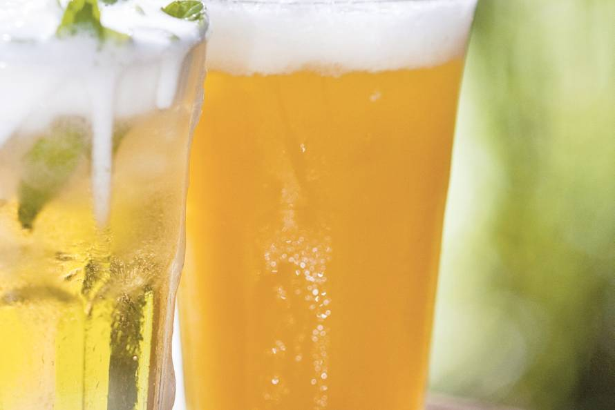 Sinaasappel-biercocktail