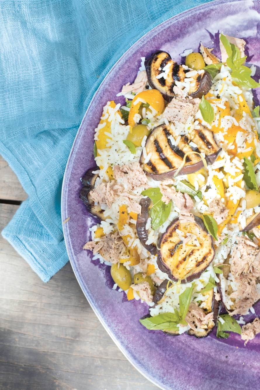 Rijstsalade met tonijn en olijven
