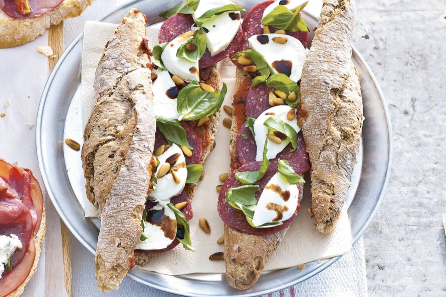 Wonderbaar Broodje ossenworst-mozzarella - Recept - Allerhande - Albert Heijn TQ-18