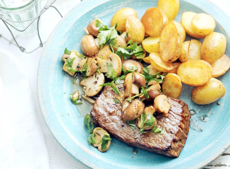 Biefstuk met champignons, knoflook en peterselie