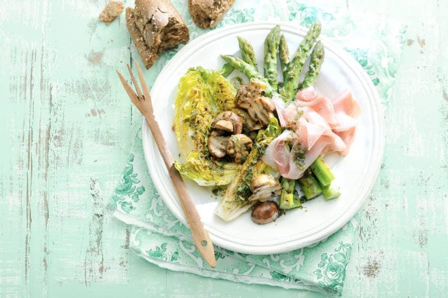 Gegrilde groenten met rauwe ham