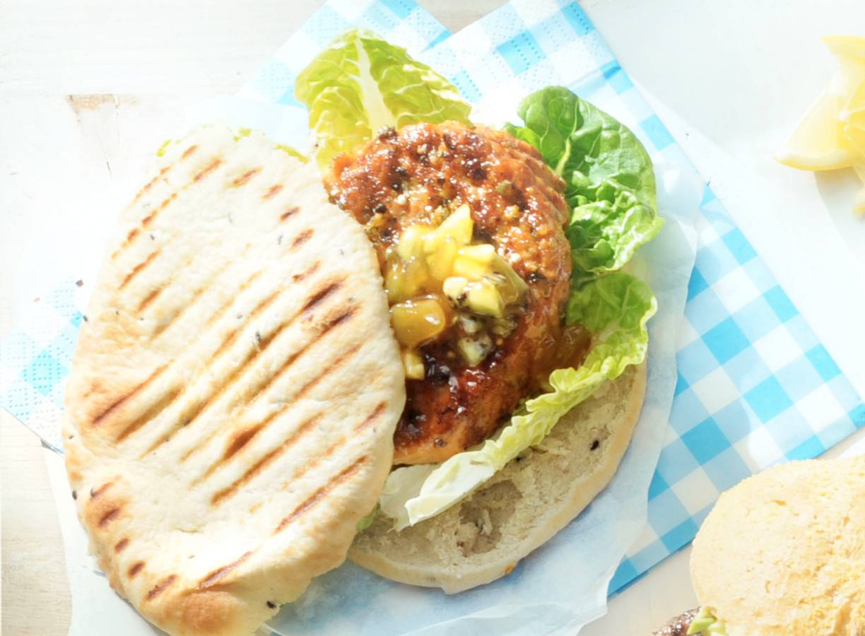 Kipburger met kiwisalsa