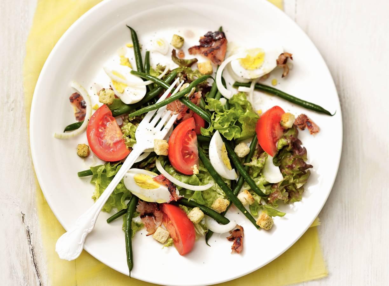 Franse salade met bacon en ei
