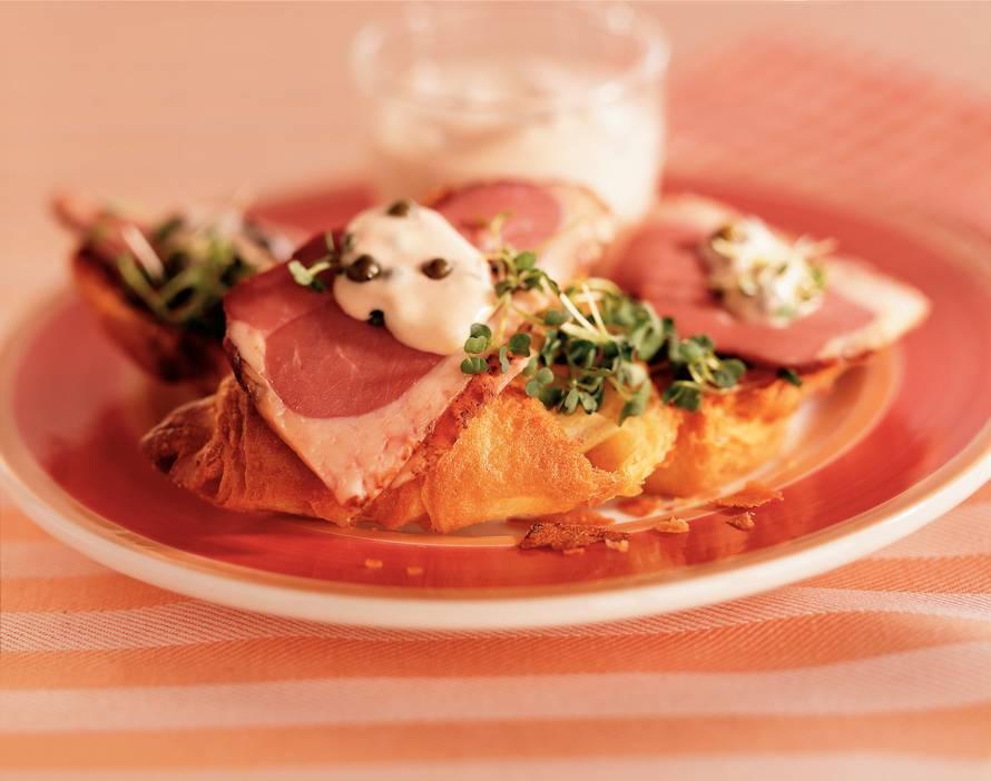 Croissanttoast met madagascar-eend