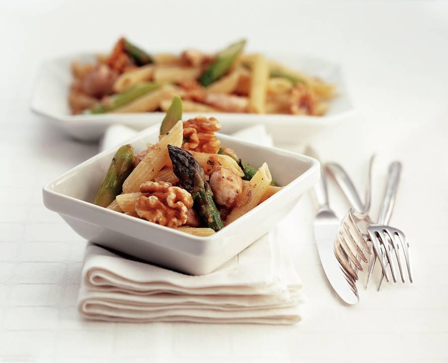 Pastasalade met asperges en kip