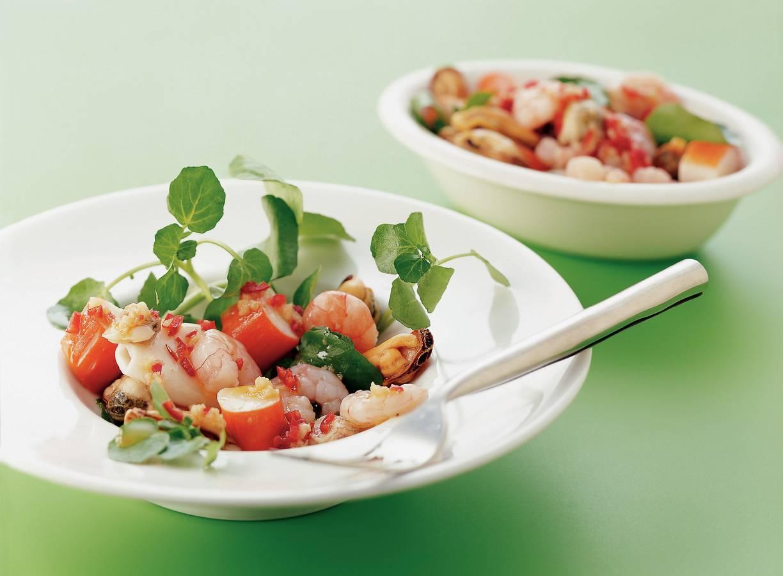 Salade van zeevruchten en zeeaster