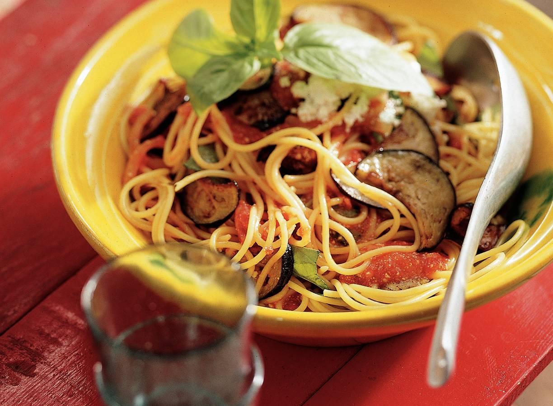 Spaghetti met aubergine-tomatensaus